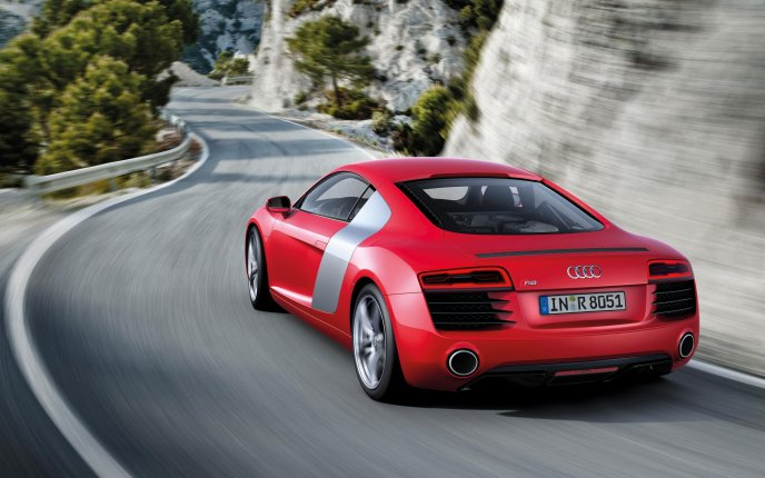 New car from Audi in 2013 - Audi R8-V8