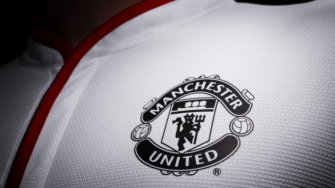 White T-shirt with Menchester United logo