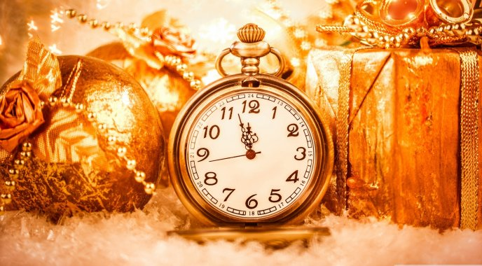 Golden clock for a better year - Happy New Year 2016