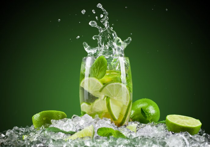Splash - lime slice and mint in a glass of water