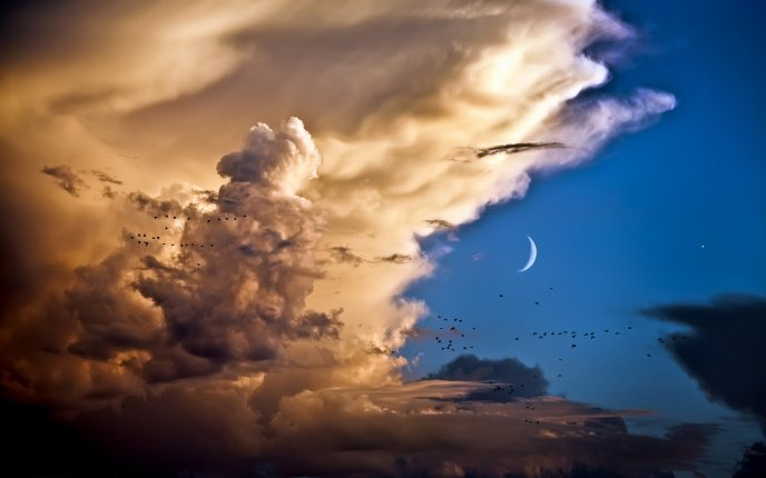 Big fluffy clouds on the sky in the night - HD wallpaper